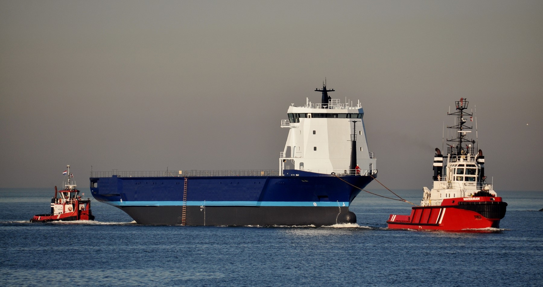Wagenborg Towage transports hull from Szczecin to Urk