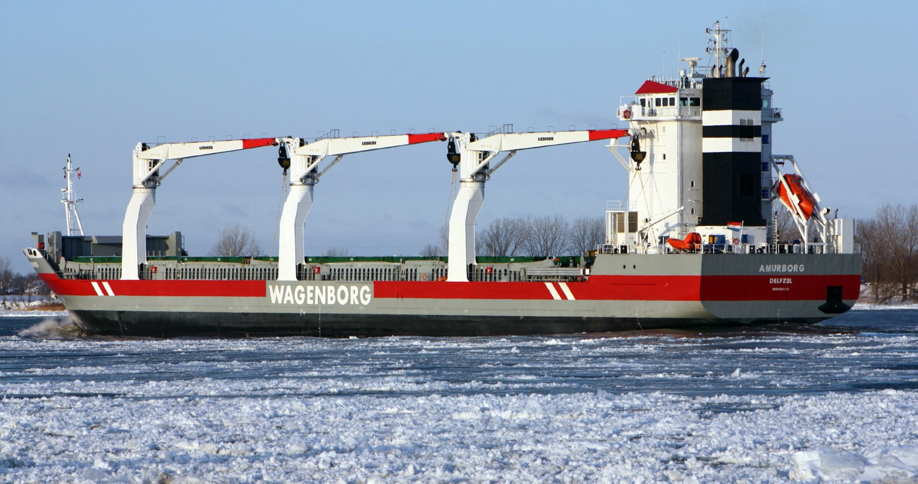 Amurborg transported rail cars to Quebec