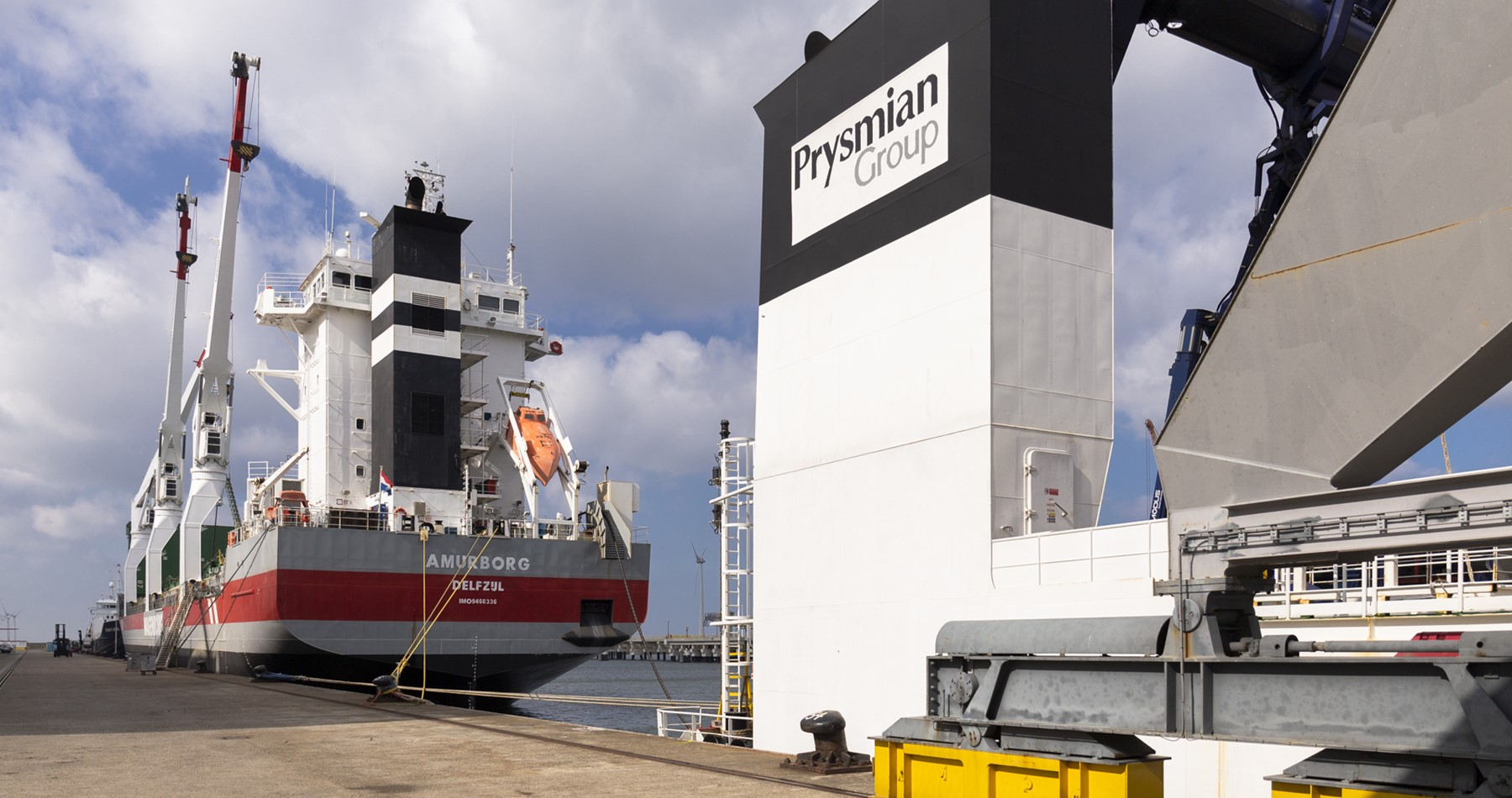 Amurborg and Azoresborg shipped cables to Eemshaven