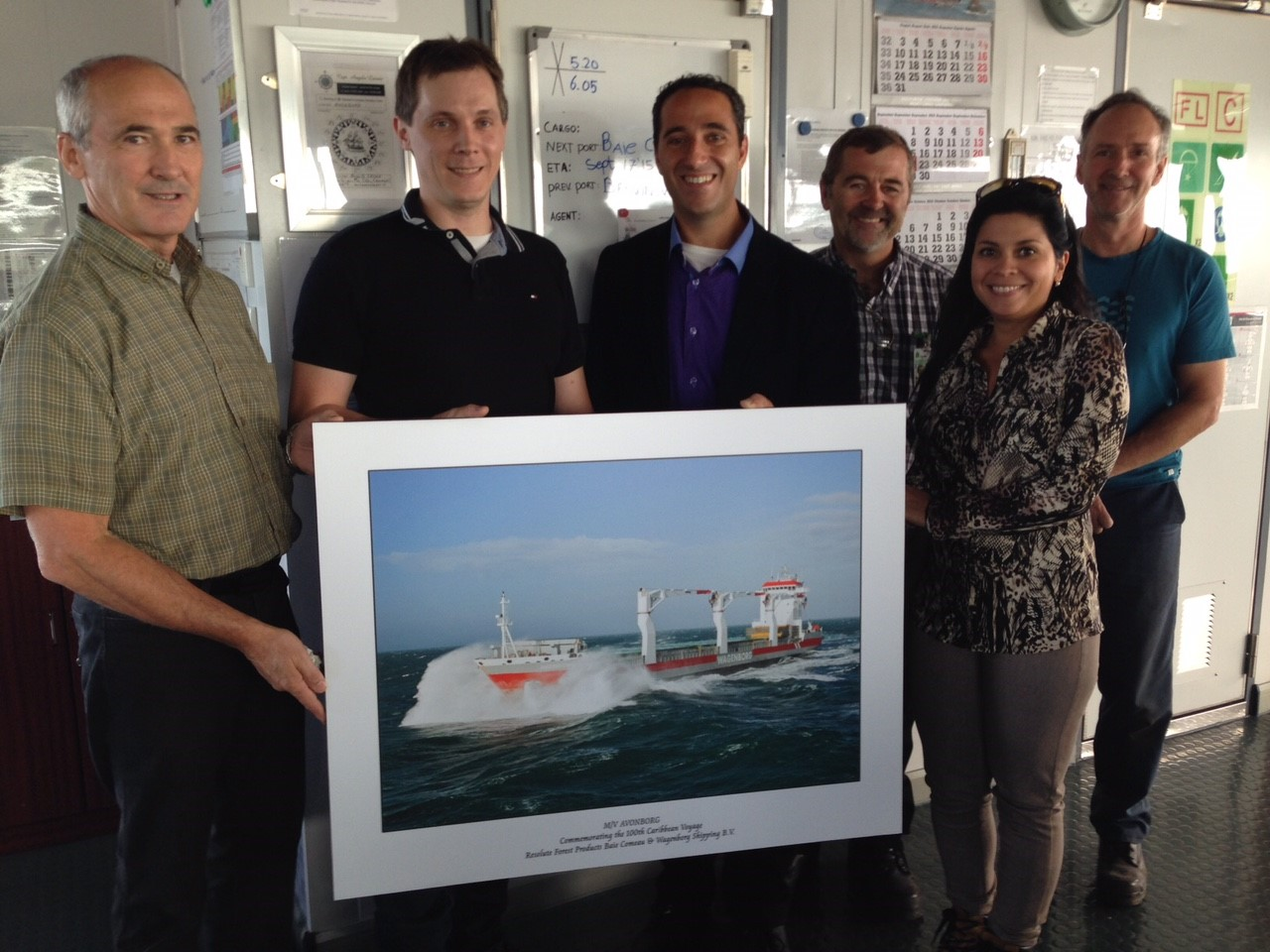 From left to right: Paul Blanchard (Production Manager), Francois -Sebastien Gaudreau (Mill Manager), Marco Renzelli, Guy Hall (Superintendent Finishing and Shipping), Gabriela Ramirez (Commercial Marine) and Andre Michaud Load (Superintendent)