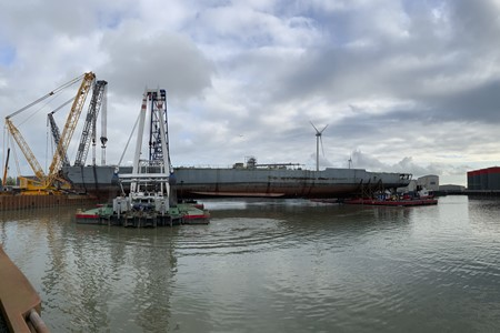 Wagenborg supports ship-dismantling project with lift of 2.500t