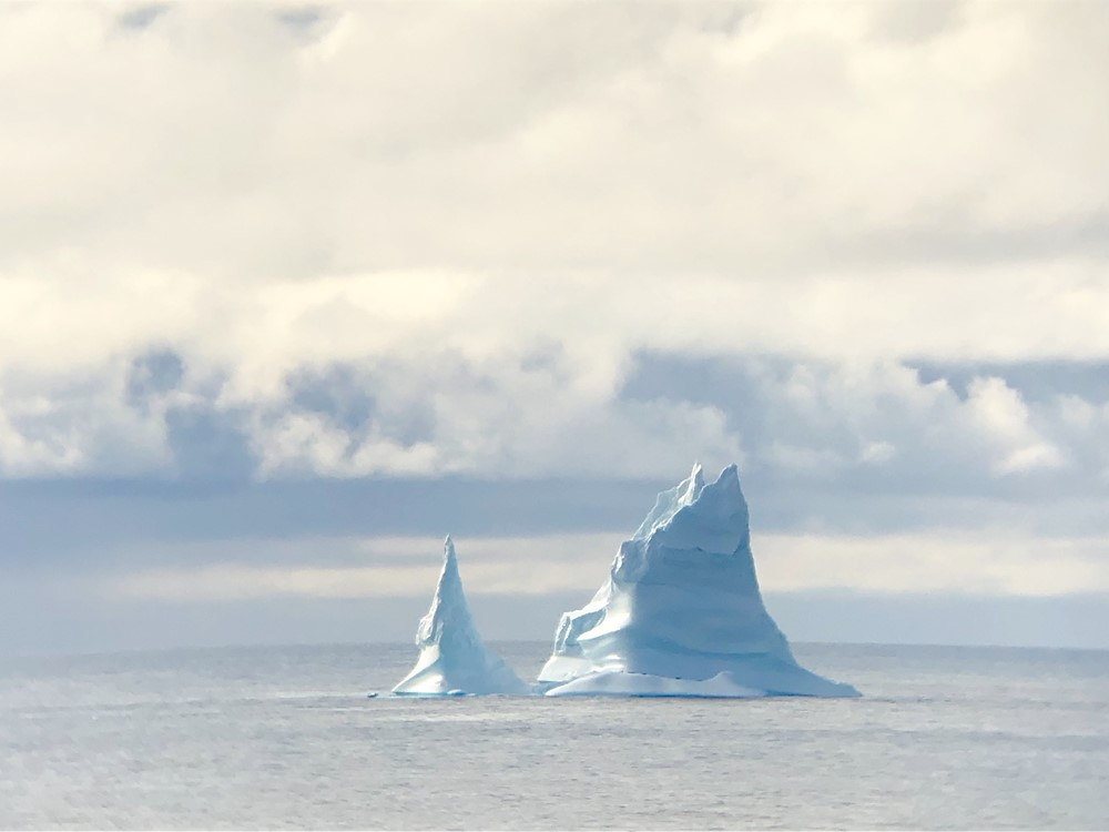 At a good distance from the MV Amazoneborg some icebergs can be seen in Davies Strait - photo: René Stijntjes, 2nd officer MV Amazoneborg.