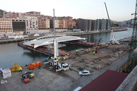 Wagenborg installs a 365-ton bridge section in Bilbao